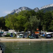 Lac d'Annecy en camping ou en hotel ?